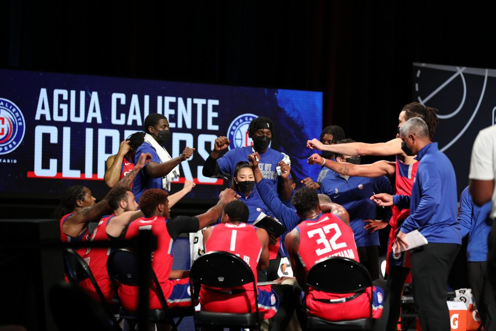 clippers basketball team huddle